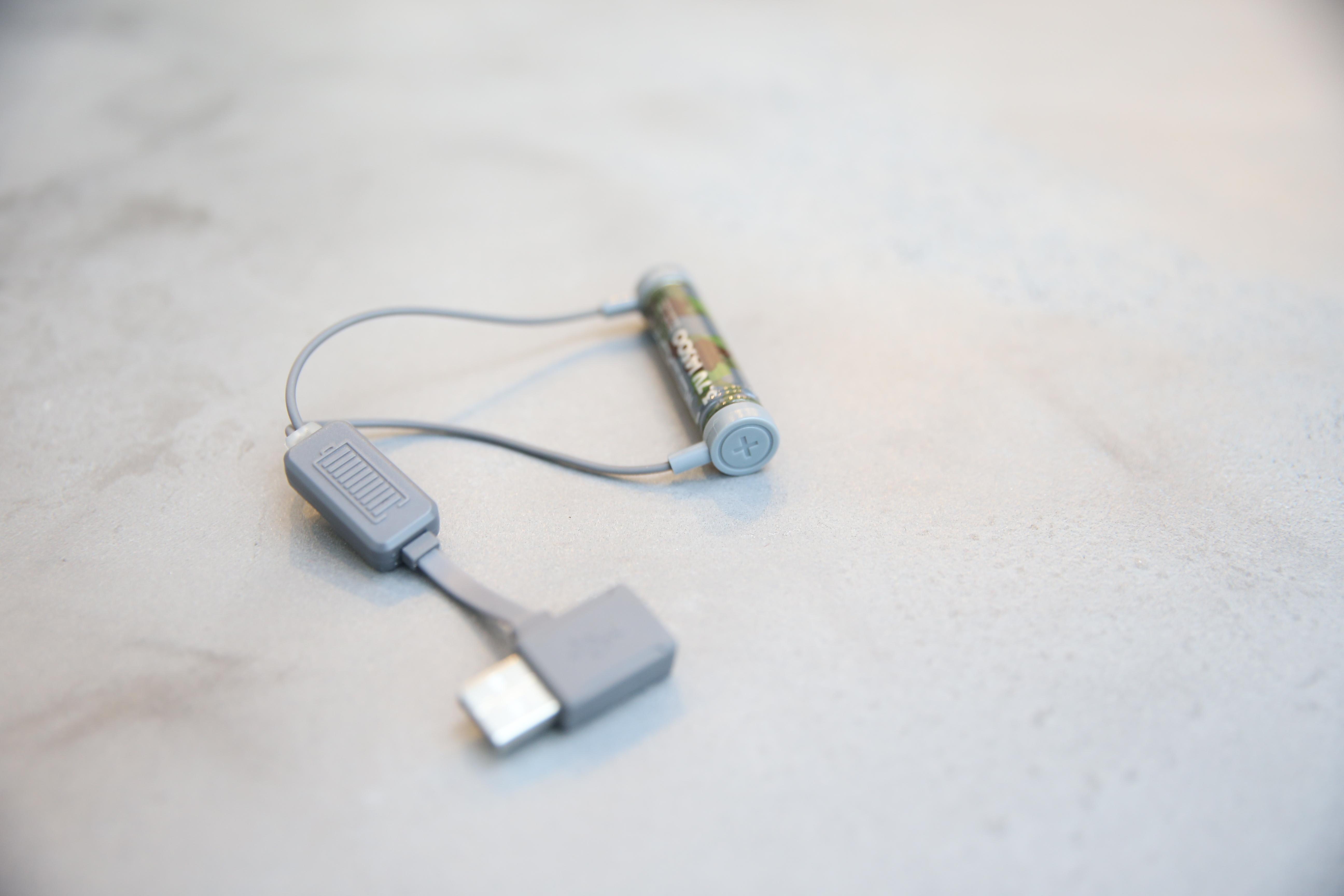 TILTA Nucleus-Nanoの付属の14500充電器の一部に不具合